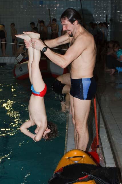 учим плавать