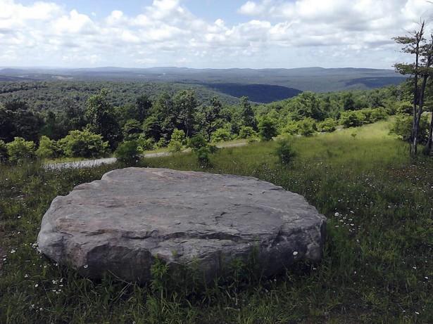Вид с холма в другую сторону от нижнего озера