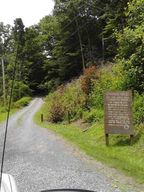 Табличка на съезде с трассы