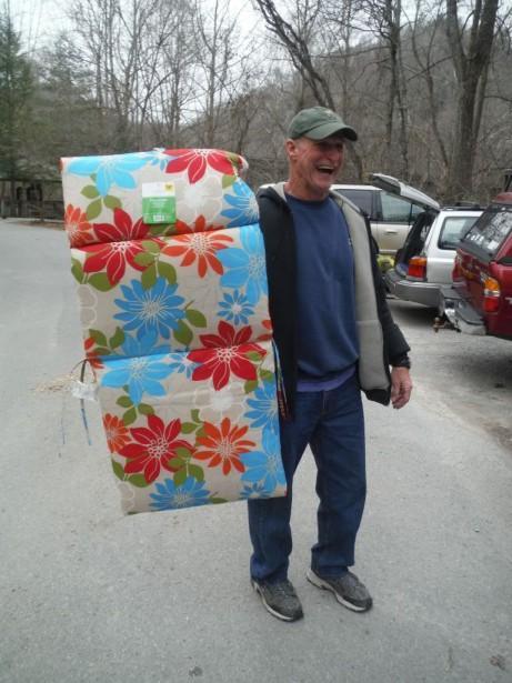 На самом деле это подушка для плетеных садовых кресел